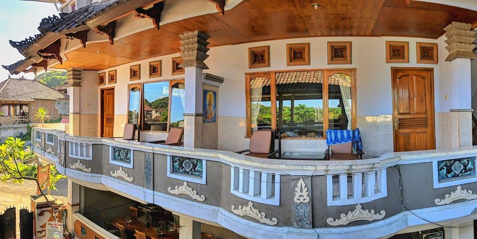 SERANGAN 2,Twin Bed with AirCon & View Padangbai