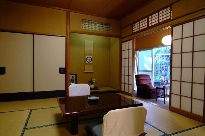 15 minutes on foot from Hakone Yumoto Station ★ Onsen, hospitality, Japanese style dishes【早蕨】