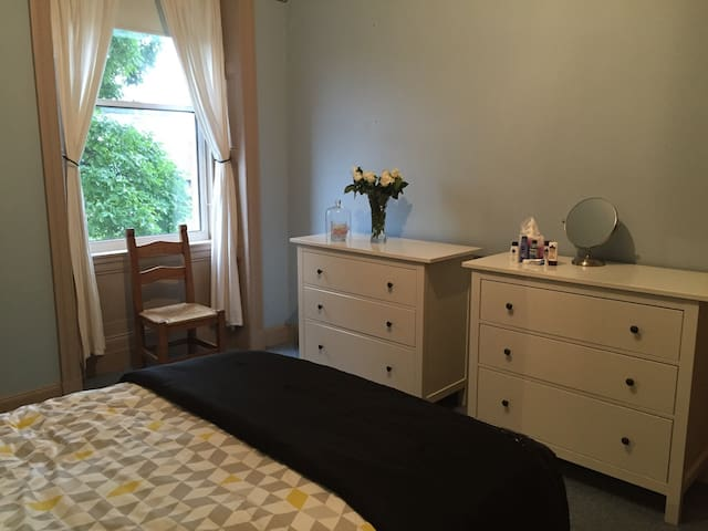 Large DBL Room! Great location! - Edinburgh - Daire