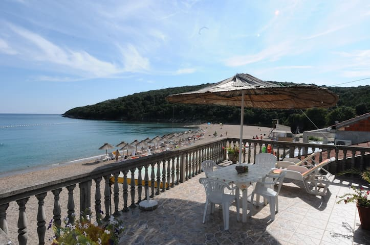 Holidays on the beach with the sea at your feet! - Budva
