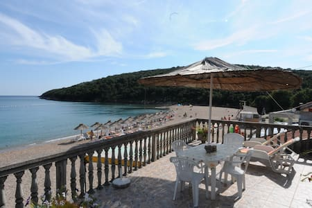 Holidays on the beach with the sea at your feet! - Budva - Ortak mülk
