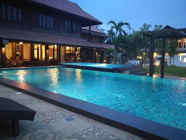 Huean Kham Hom Resort