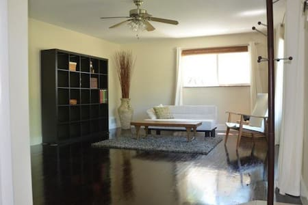 Simple room in Millcreek, SLC - Haus