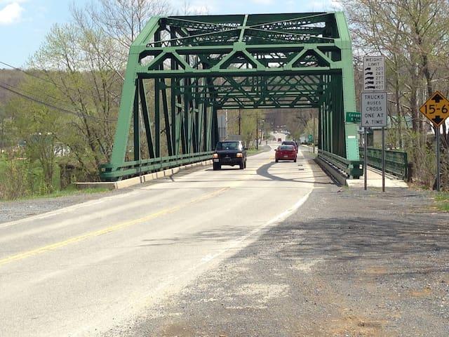 WV Mountain cabin - Capon Bridge
