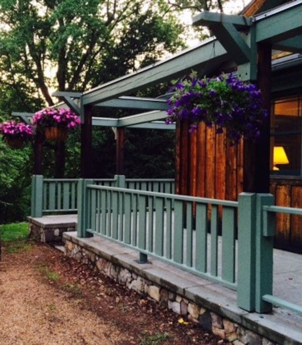 Few acres retreat a mile from main street case in for Affitto cabina charlottesville va