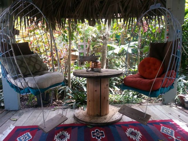 Secret Garden Retreat - 2bed/2bath - Big Pine Key