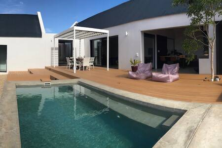 LUCKY CRANE Villa on Van Reenen 2