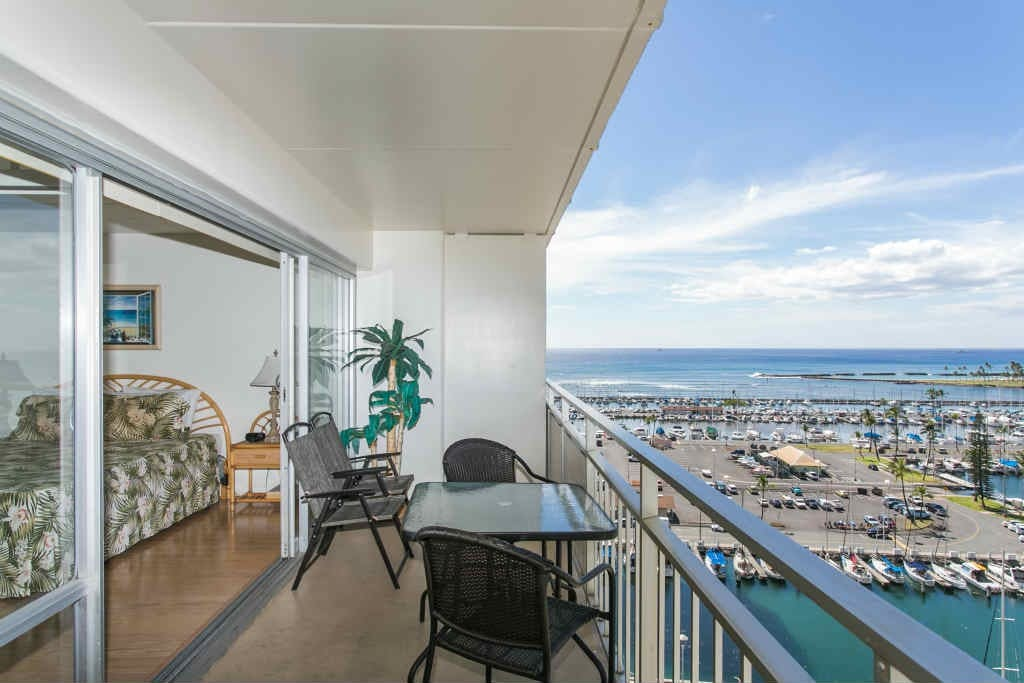 Expansive Yacht Harbor View from your Lanai to watch the gorgeous sunsets!