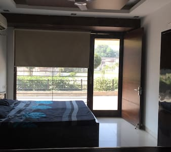 Dingle's Service Apartment near Airport - New Delhi - Serviced flat