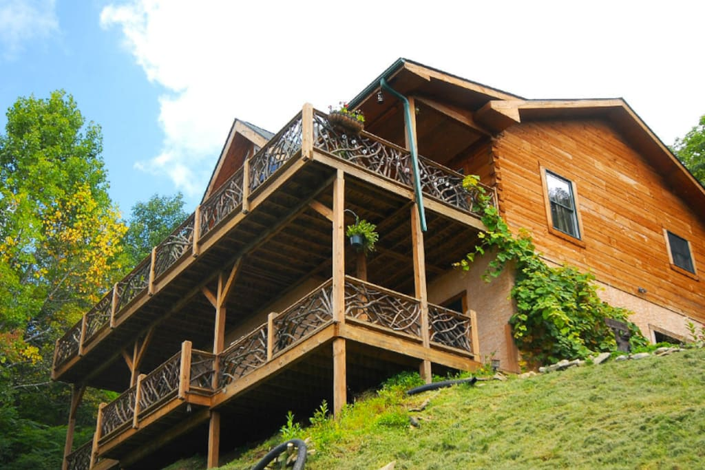 Amazing mountain views sunsets near asheville houses for Asheville log cabin rentals