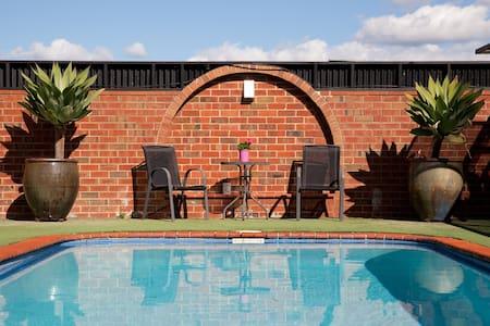 Spacious home with Pool and Garden! - Albury - Talo