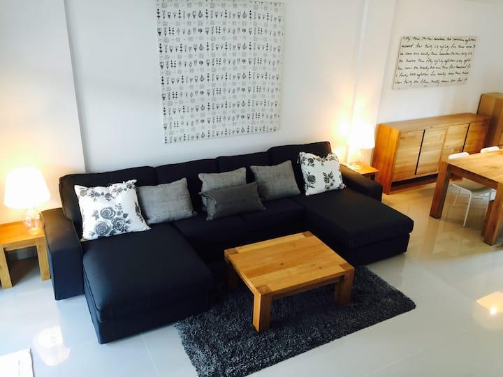 I. PEACEFUL 3-FLOOR LUXURY HOUSE WiFi, walk to MRT
