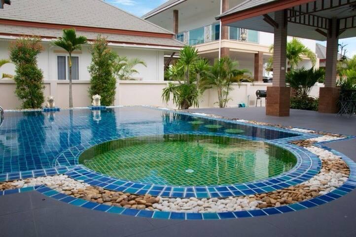 Большой дом, 4 спальни, аквапарк - Паттайя - Talo