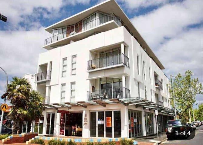 Modern bayside apartment in Elwood - Elwood