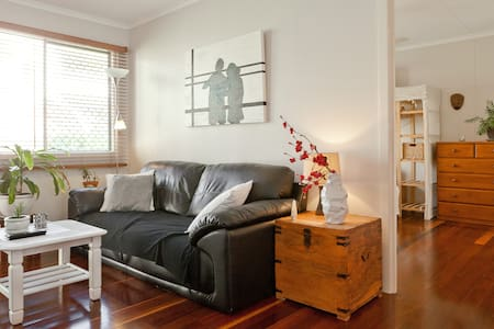 Cosy Apartment in lively New Farm