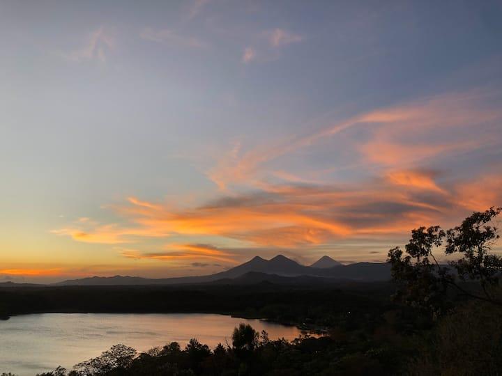 Cabaña en Laguna del Pino, vista a los volcanes