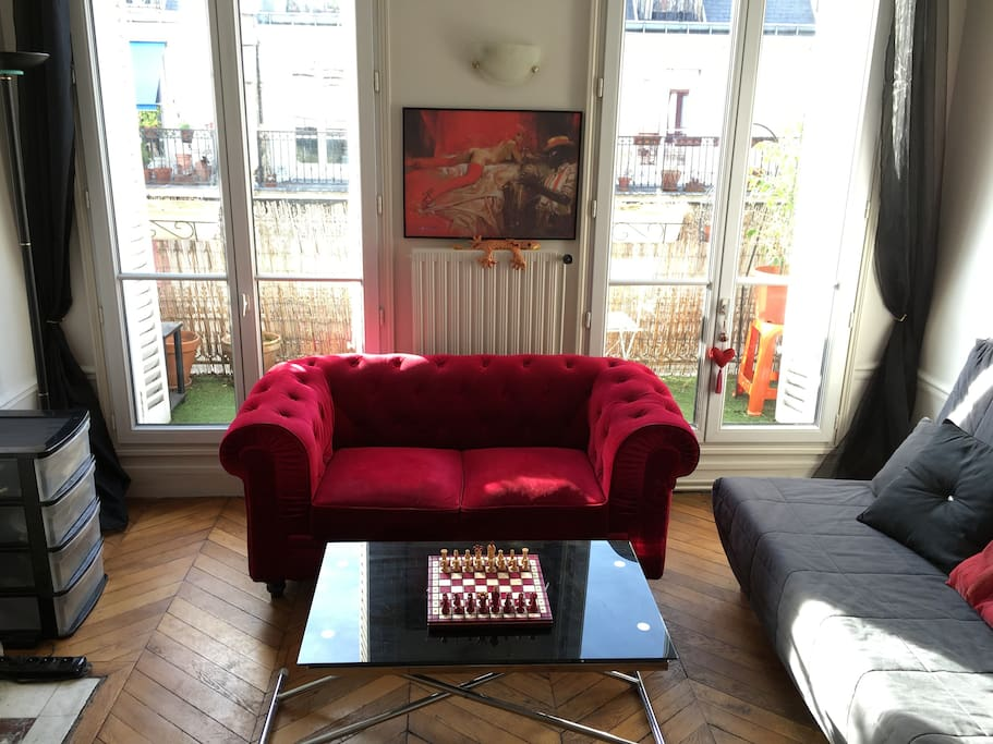 The living room/ La salle à manger