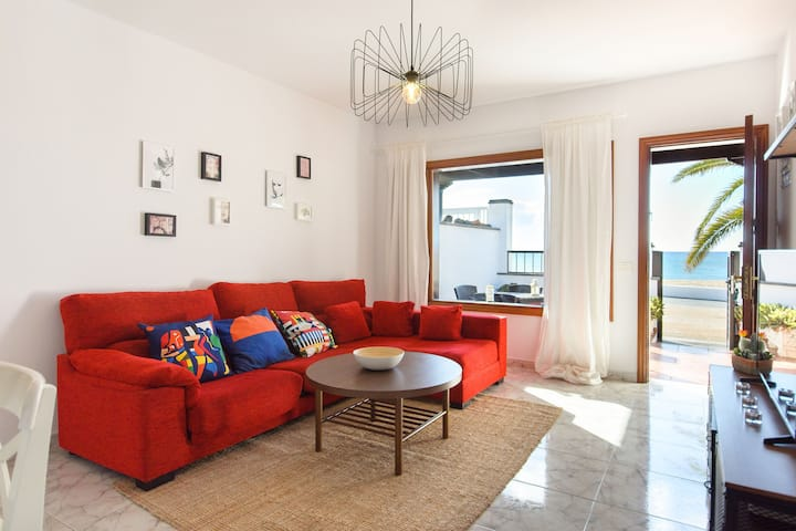 Beautiful Holiday Home Salitre Close to the Beach with Wi-Fi, Balcony & Terrace