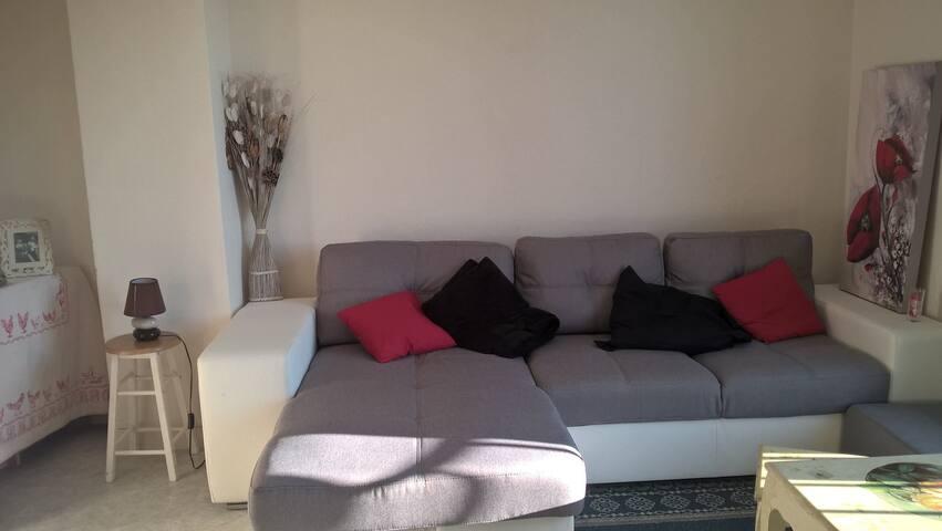 Chambre appartement lumineux à 10 min du CV - Besançon - Byt