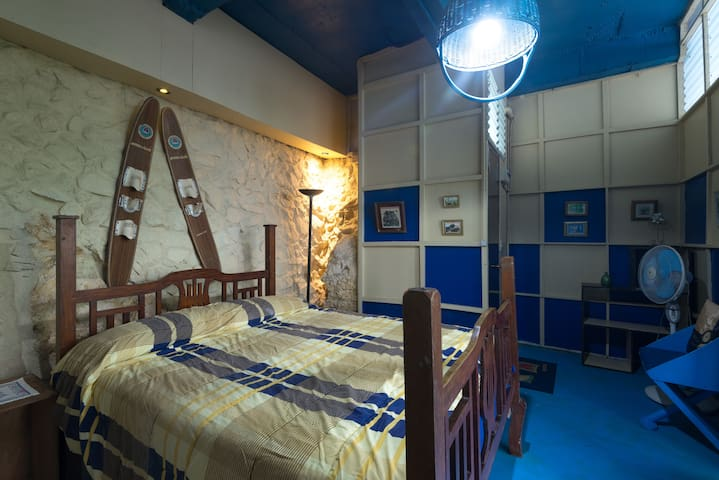 Le Coq Bleu , suite. A French home stay. - 碧瑤市 - 獨棟