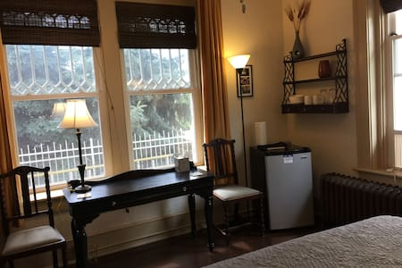 Downtown Asheville, Antique Style - Best Value! - Asheville - Bed & Breakfast