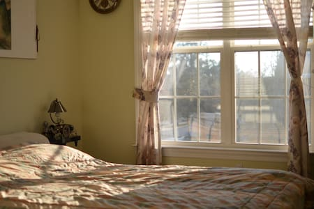 Private Secondary Suite (Great view, near Airport) - Tallahassee