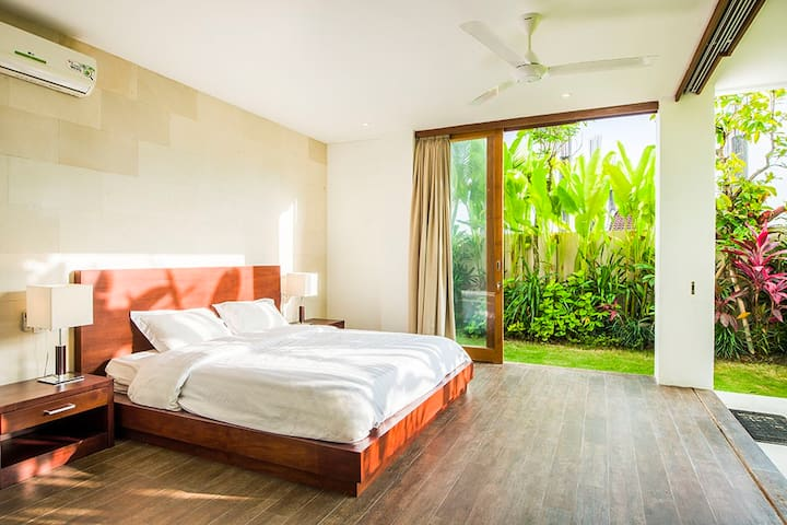 3rd bedroom on the ground floor - quiet secluded bedroom next to the garden