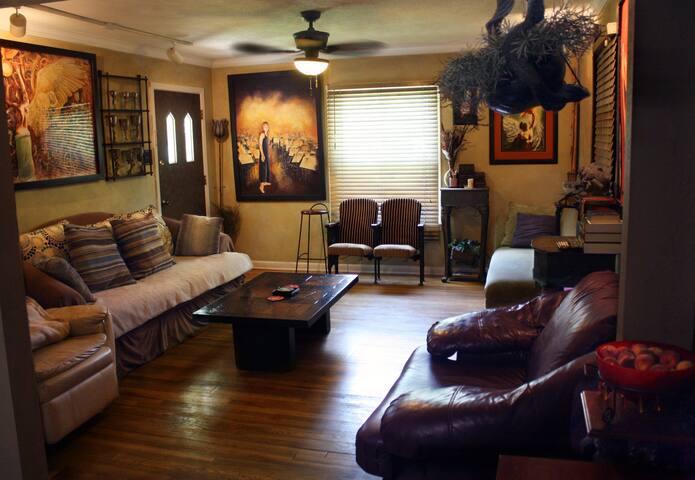 Beautiful Rm, yard, hardwood home!
