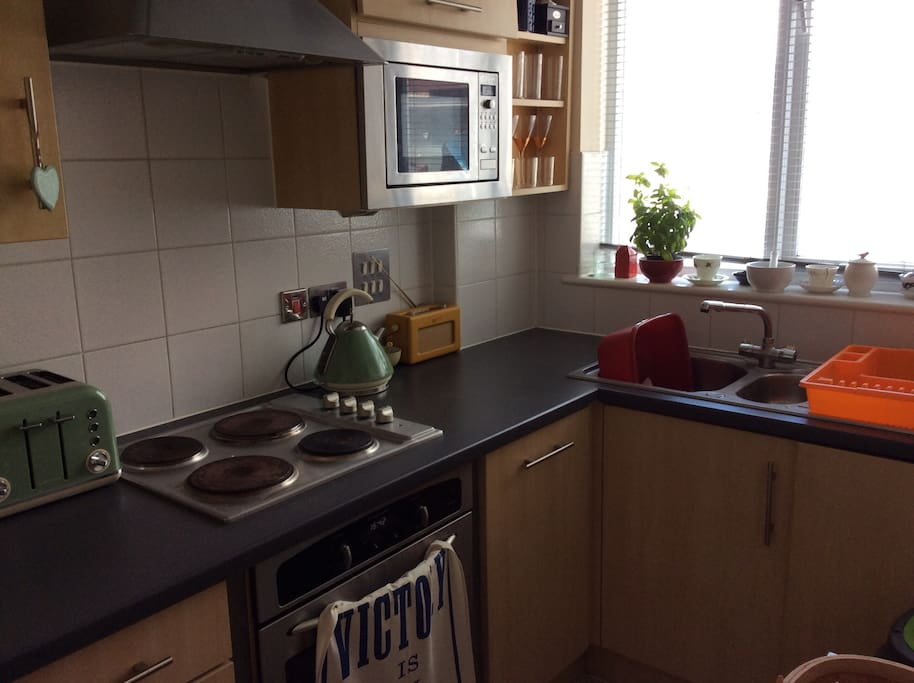 Kitchen with dishwasher and washing machine