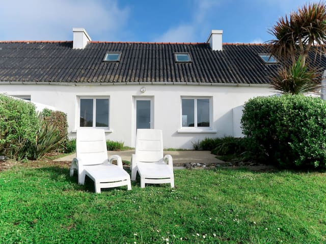 Semi-detached house in Plozevet for 6 persons