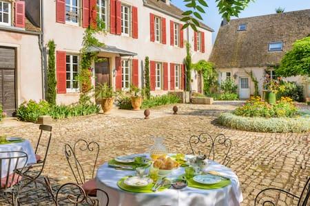 Chambre d'hôte de charme dans un domaine de 1740 - Montagny-lès-Beaune