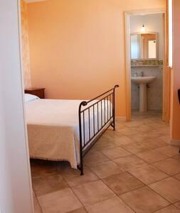 Camere a due passi dal mare - Contrada Fiori Sud - Apartment