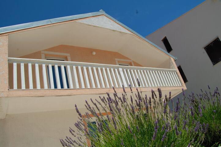 Amazing 2-bedroom/2-terraces flat - Ravno - Apartament