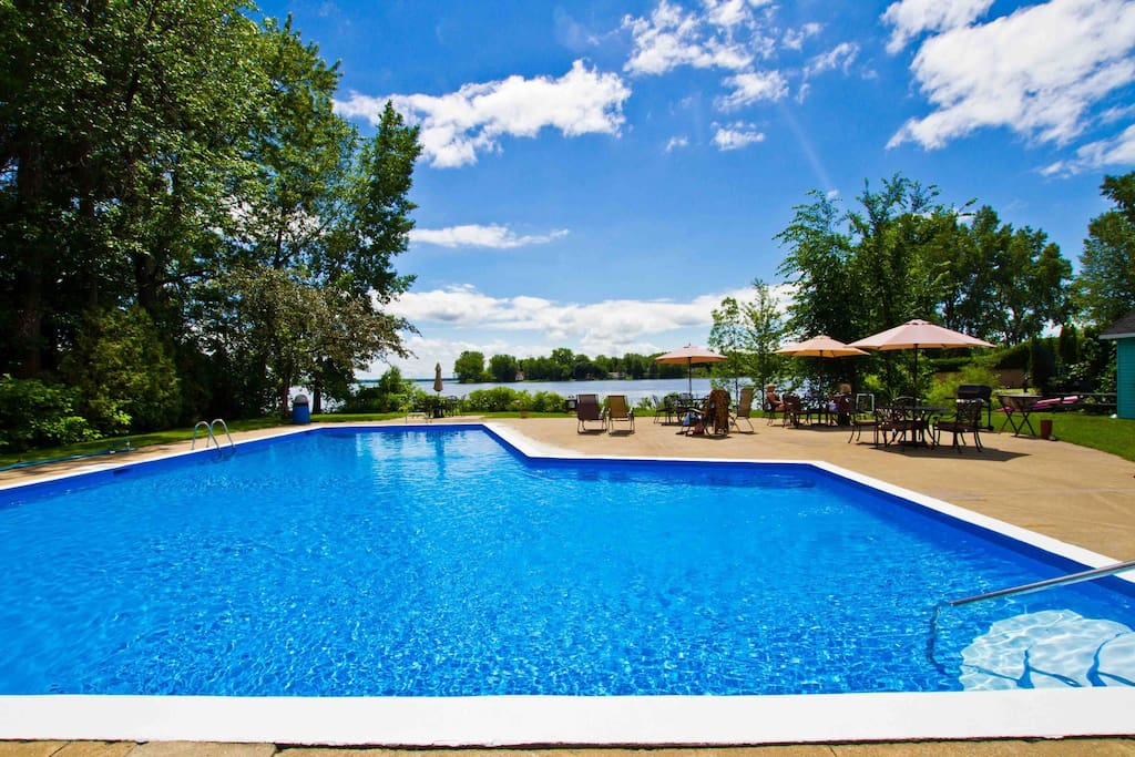 Shared backyard and pool on the lakeshore (summer only)