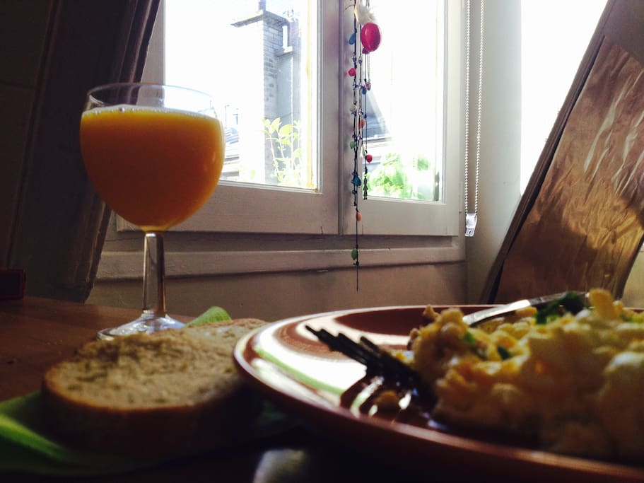 Breakfast hidden from the noise of the city.