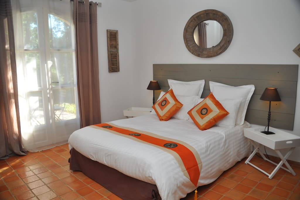 charming b b orange pool hot tub hammam bed and breakfasts for rent in saint maximin la. Black Bedroom Furniture Sets. Home Design Ideas