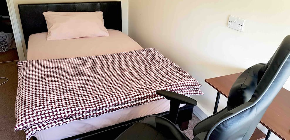Quiet Large Single Room in Vauxhall/Kennington