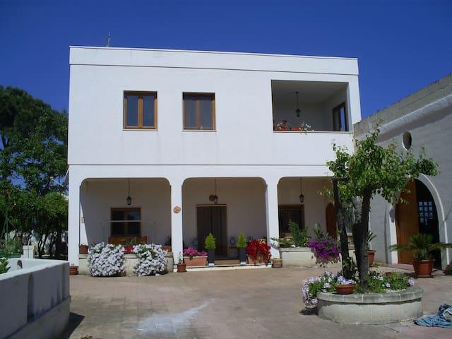 Villa Costanza - Carovigno - Bed & Breakfast