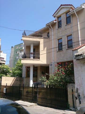 3 rooms in a villa, 100m from the beach - Constanța - Huvila