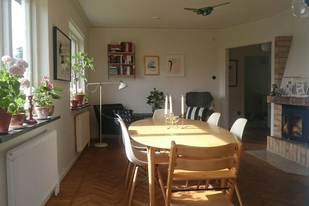 dining room that takes up to 10 people