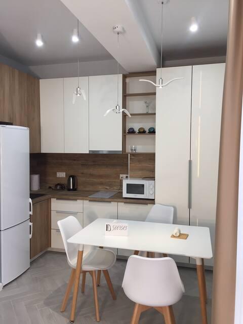Уютная студия с дизайнерским ремонтом.