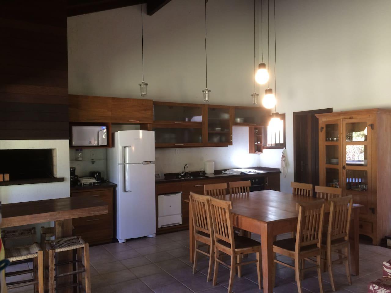 sala/cozinha com os equipamentos existentes
