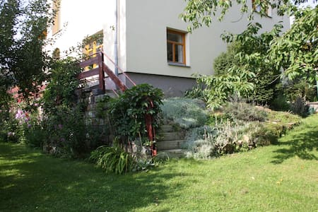 Apartment & pottery in nature near Prague - Všestary - Pis