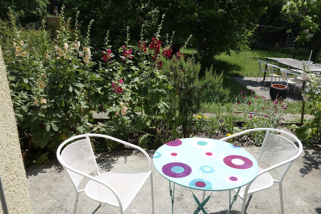 La terrasse avec accès au jardin