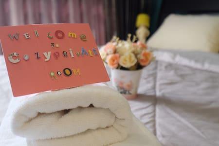Cozy private Rm,en-suite shower near MRT station