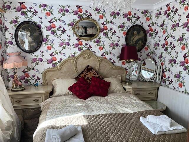 Bonnye's Guesthouse -Gold Room