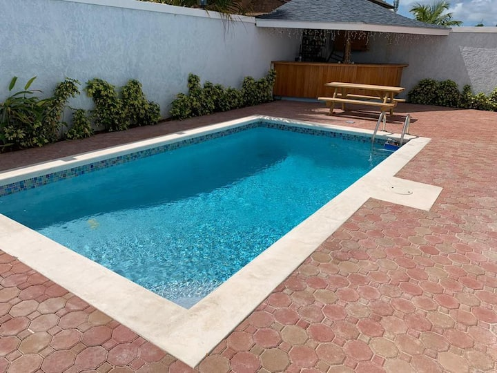 Tony's Place (Gated,Near Beach& Airport,Priv Pool)