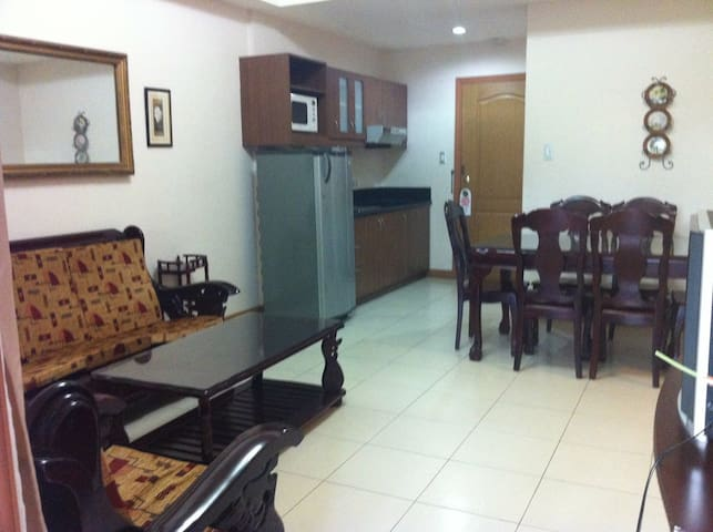 2BR Villa with Swimming Pool & Gym - Olongapo - Villa