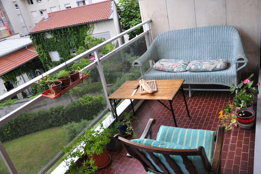 coin salon sur le balcon