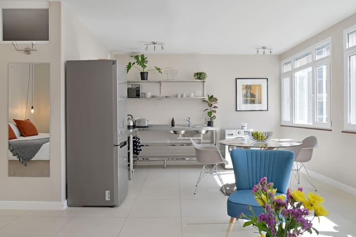 Bright, Comfortable & Charming Apartment + Netflix